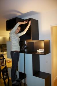 Jenny monterar IKEA Bestå